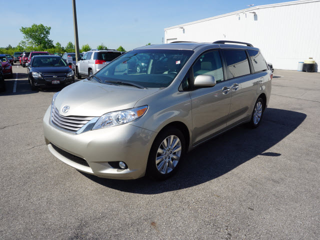 Pre-Owned 2015 Toyota Sienna XLE Premium 7-Passenger