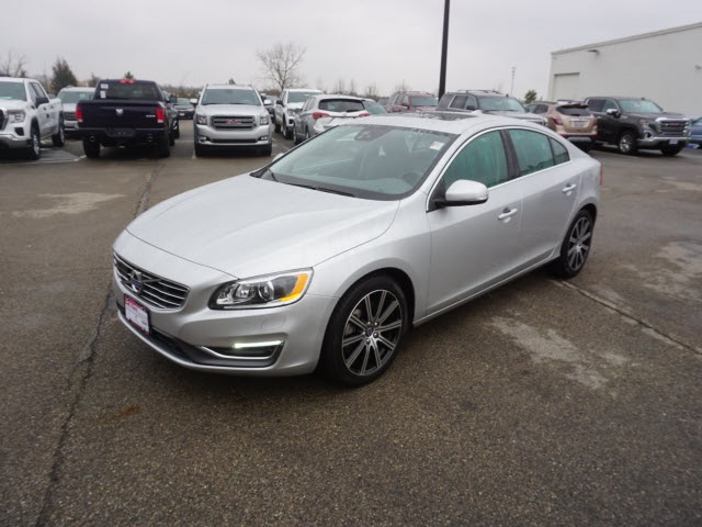 Pre-Owned 2017 Volvo S60 Inscription T5 Platinum